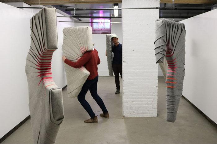 Kolekce Tailored sestává ze čtyřech předmětů, které při objetí splynou s tělem.