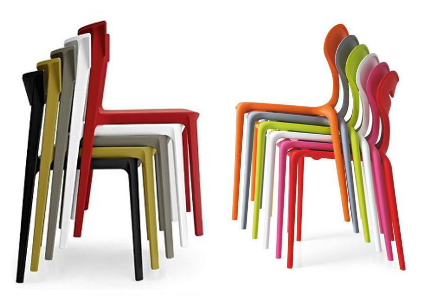 Stohovatelné jídelní židle přijdou vhod všude tam, kde je málo místa.