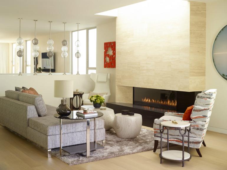 Okořeníte-li moderní interiér prvky vintage, získáte dojem originality. Stačí malý stolek.