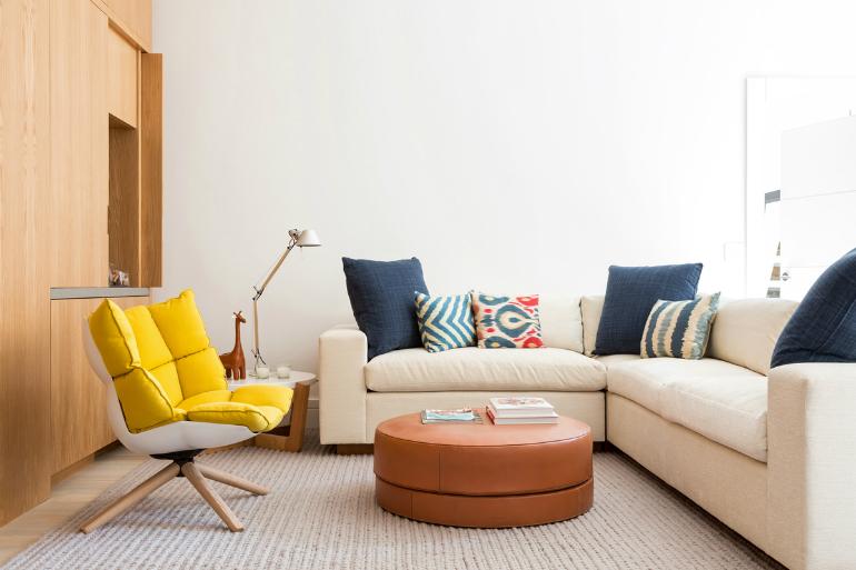 Nebojte se kombinovat dekory i barvy a příjemně působí, když budete používat víc druhů materiálů.