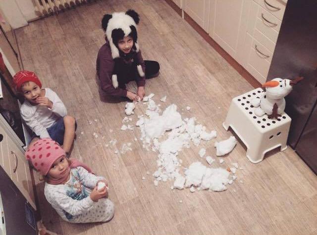 Když byly v zimě děti nemocné, přinesli jim máma s tátou domů sníh.