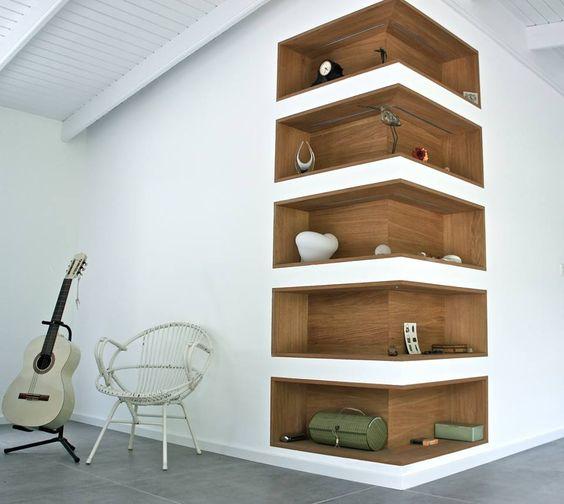Do některých místností se nábytek nevejde. Pak si pomáháme důvtipem. Důkazem je i toto řešení.