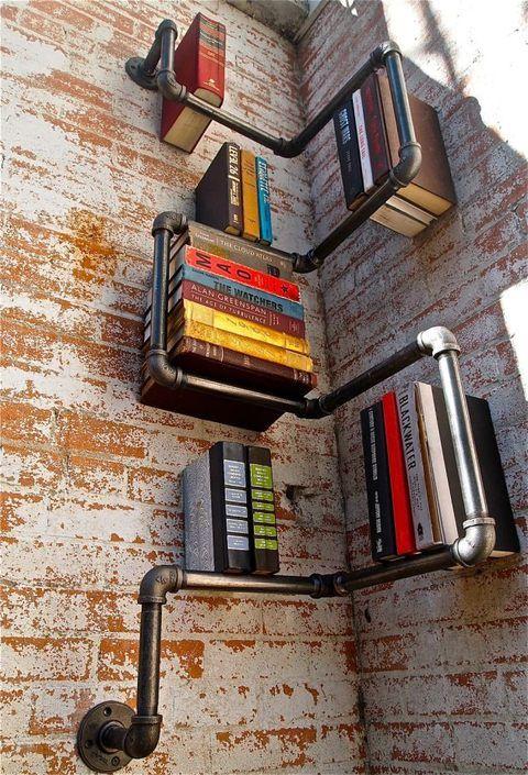Velmi povedené řešení za pomoci trubek. Vhodné zvláště do industriálních interiérů a původních továrních hal.