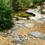 Cestička z kamenů