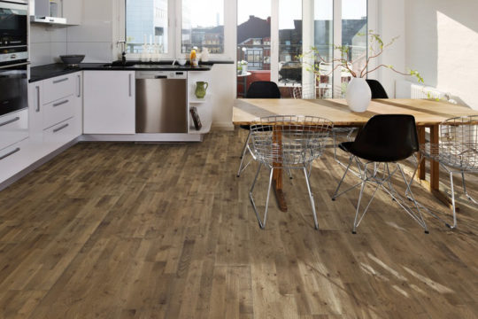 Dřevěná podlaha Kährs s dekorem dub backa