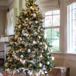 Velký stromek snese i větší ozdoby.
