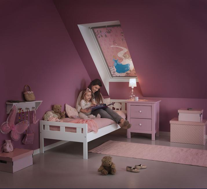 Pokud dětem na noc zatemníte jejich pokoj, nechte jim alespoň malou lampičku u postele.
