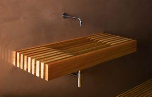 Umyvadlo One firmy Rapsel má základnu z oceli, dřevo je dekorativní doplněk.