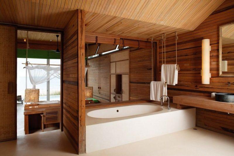 Dřevo můžete použít i na strop.