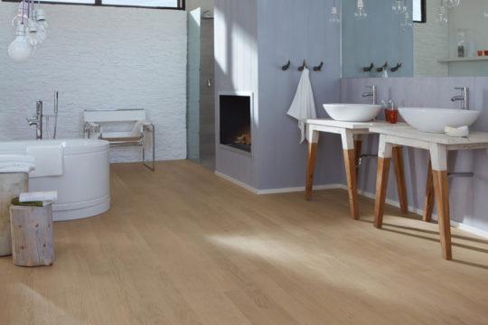 dřevo v koupelně_otvirak