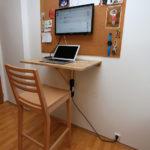 Tam kde není místa nazbyt, můžete použít sklopný stolek. Důležité dokumenty, jsou-li v tištěné podobě, dejte na nástěnku.