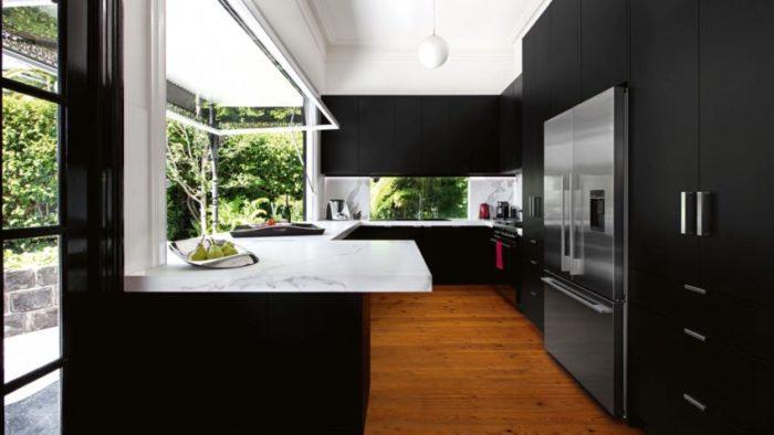Velké prosklené plochy směrem do zeleně, jsou rozhodně vítané. Atmosféra v kuchyni dostane zcela jiný náboj.
