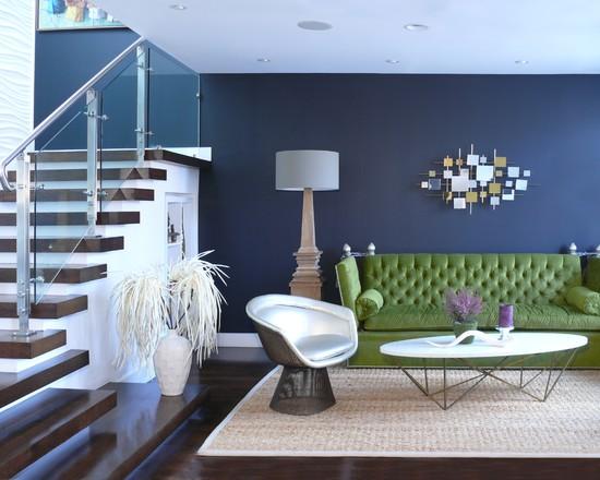 Vzpomínání - námořní modř v kombinaci s olivově zelenou doplněné barvami přírodních materiálů.