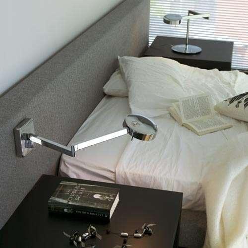 Světla můžete připevnit ke stěně nebo k pelesti postele. Svítidlo Swing, Vibia.