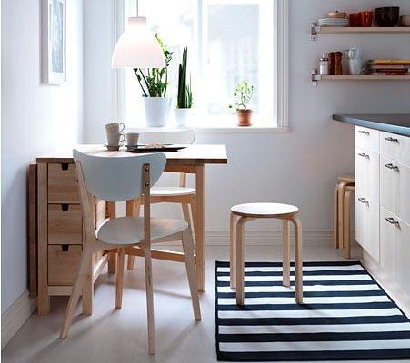 Kolem stolu by měl zůstat prostor široký 60 cm.