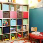 Je-li sestava koncipována až ke stropu, dávejte nahoru hračky, se kterými si dítě hraje minimálně.