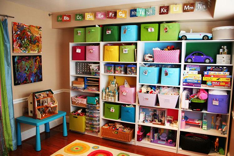 K rychlému zorientování mezi boxy, košíky a zásuvkami pomohou různé barvy.