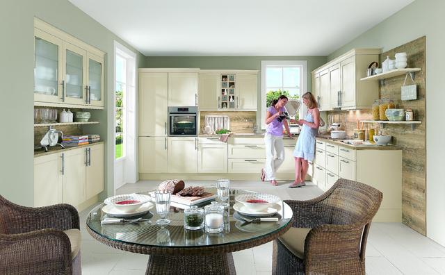 Kuchyně Chalet, přední plocha MDF, matně lakovaná, frézovaná po obvodu. Cena 18 899 Kč/bm včetně pracovní desky.