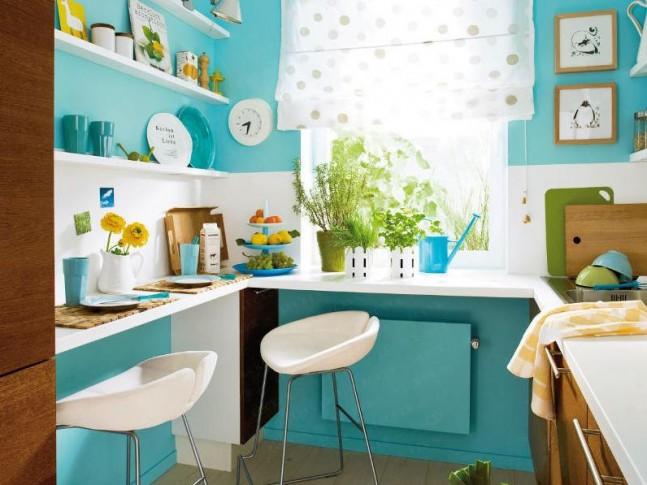 V malé místnosti je důležité sjednotit barevně plochy. V tomto případě je v barvě stěny i radiátor.