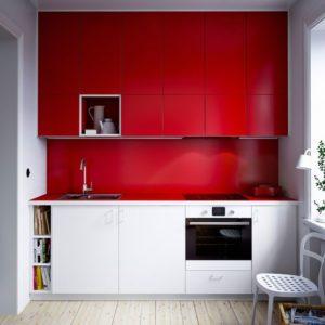 Kuchyni navrhněte ode zdi ke zdi a až ke stropu.