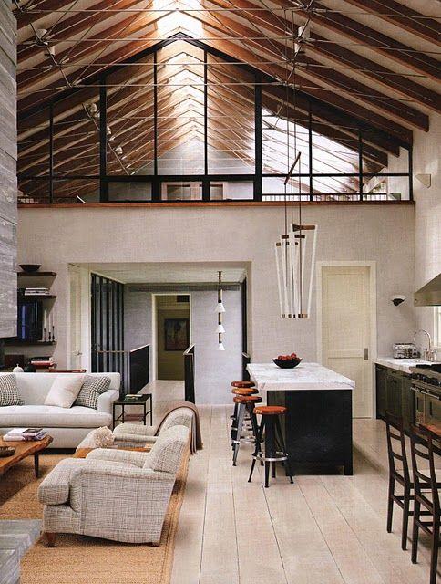 Ideální pro podkroví jsou lankové systémy, které můžeme napnout v místnostech s různě vysokým nebo zešikmeným stropem.