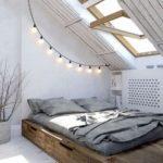 Kabel se žárovkami bude nejen osvětlovat místnost, ale zároveň bude dekorativním prvkem.