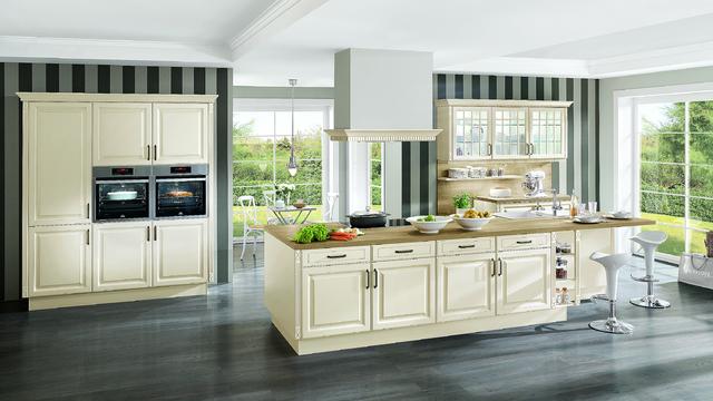 Kuchyně Castello, přední plocha MDF, frézovaná po obvodě, folie. Cena 16 499 Kč/bm včetně pracovní desky.