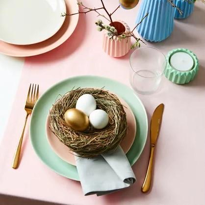 Dekorační slaměné hnízdo, průměr 14 cm, výška 5 cm, cena 119 Kč.