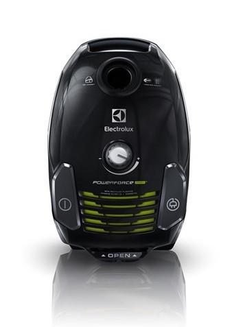 Sáčkový vysavač Electrolux ZPFGREEN, energetická třída A, příkon 700 W, kapacit sáčku 3,5 l, hubice DustPro vhodná pro tvrdé podlahy i koberce. Cena 3 499 Kč.