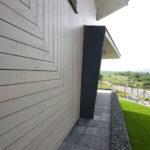 Výraz fasád je založen na harmonii uspořádání pásů obkladu a okenních otvorů.