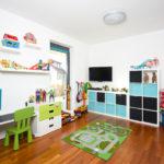 Dětské pokoje jsou velké a barevné.