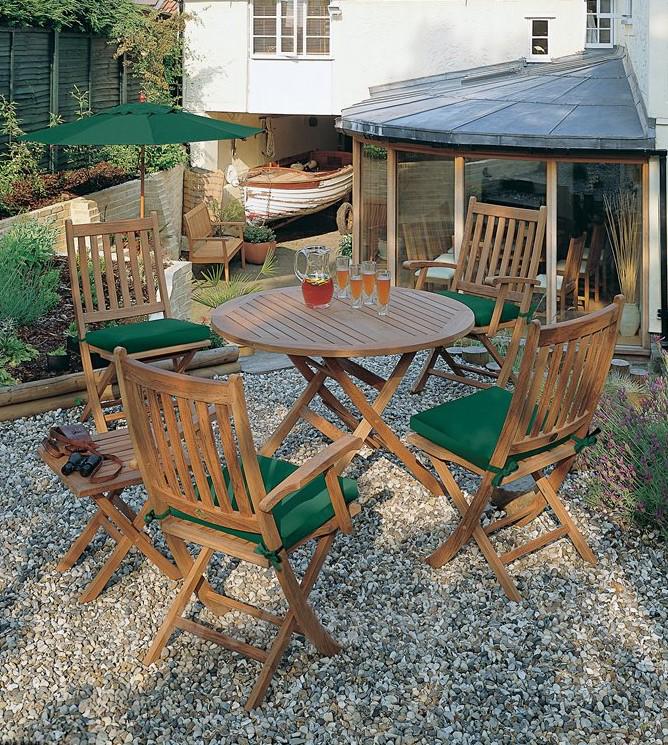 Zahradní nábytek Ascot (Barlow Tyrie) vyrobený z teaku, možnost složení.