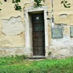 Boční vstupní dveře před rekonstrukcí
