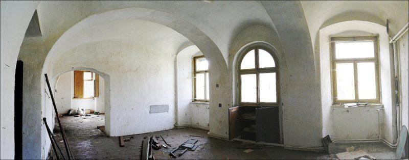 Prostor pro obývací pokoj v přízemí před rekonstrukcí