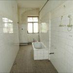 Původní prostor koupelny před před rekonstrukcí