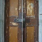 Dveře z ložnice z vnitřní strany v 1. patře před zrestaurováním