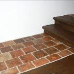 Zrenovovaná podlaha v 1. patře s původními očištěnými a napuštěnými půdovkami.