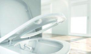 Toaleta TECEone má ovládání mechanické.