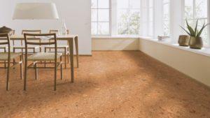 Korková podlaha mimo jiné tlumí hluk.