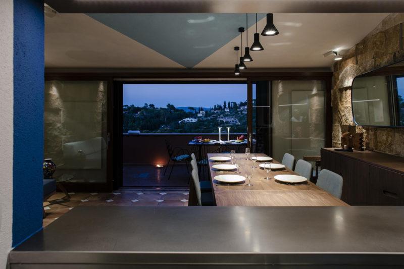 Z kuchyně je možno přímo pozorovat okolní krajinu.