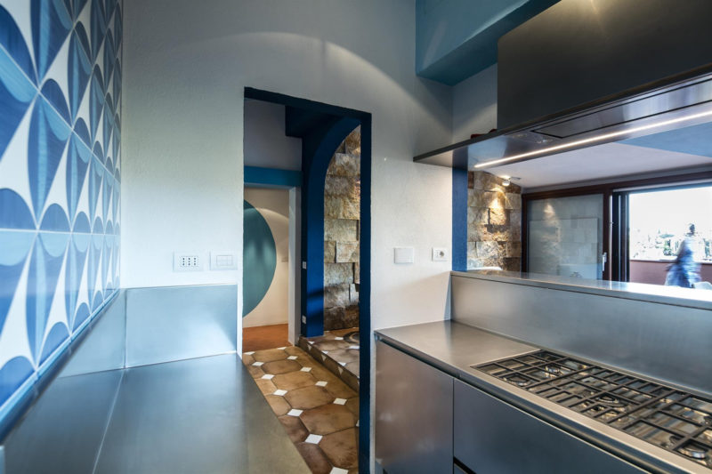 Majitelé si přáli středomořskou atmosféru s příchutí hi-tech stylu.