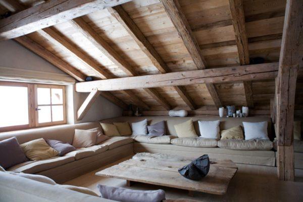 Nábytek vybírejte s ohledem na materiál, ze kterého je vyrobený krov.