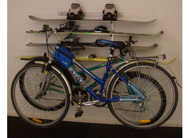 Držák kol a lyží na stěnu, provedení 2 kola vedle sebe, 4 páry lyží. Cena 1 580 Kč, Ruční nářadí