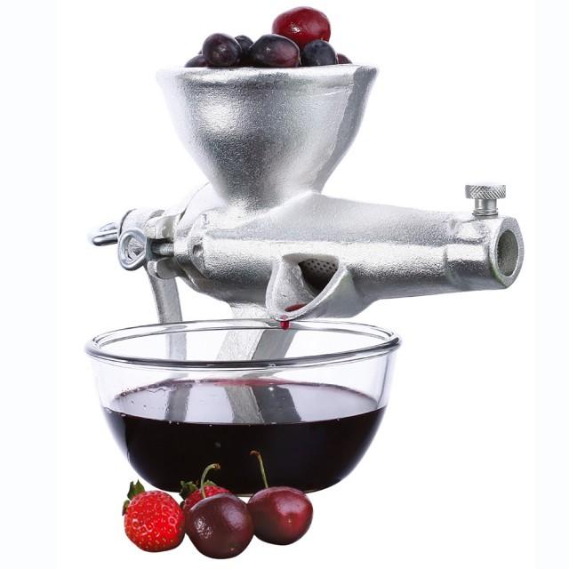Litinový mechanický odšťavňovač od firmy Blaumann. Výška 28 cm, délka 21,5 cm, průměr plnícího otvoru 10,5 cm. Cena 814 Kč, Malvia.
