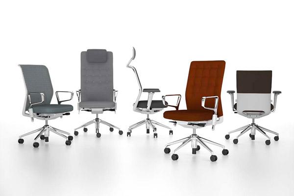 Při koupi pracovní židle zkontrolujte, zda má funkce, které zajistí správné sezení při práci.