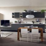 Kuchyňská sestava plynule přechází v obytnou. Skvělé řešení do malého bytu.