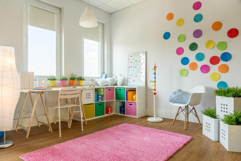 To, že je dítě školou povinné ještě neznamená, že nebude jeho pokoj zářit barvami.