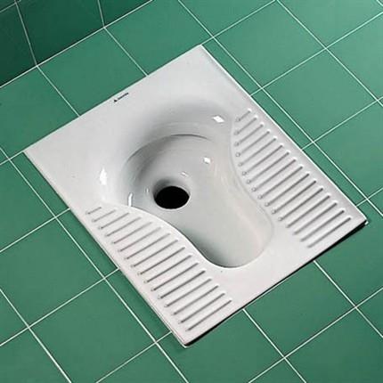 Turecká toaleta jak ji všichni známe.
