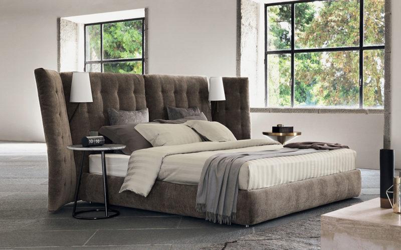 Čelo postele Angle vytváří skvělé soukromí