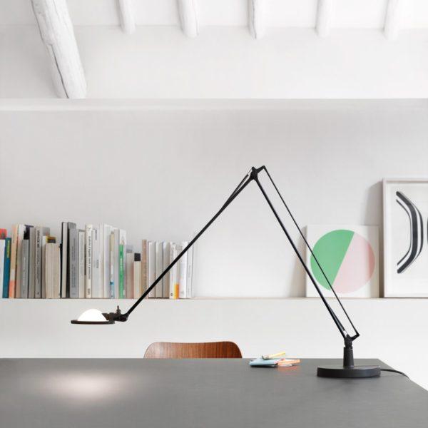 Svítidlo Berenice navrhli Paolo Rizzatto a Alberto Meda vroce 1985 pro firmu Luceplan. Provedení: lakovaný hliník, zdroj světla halogenová žárovka.